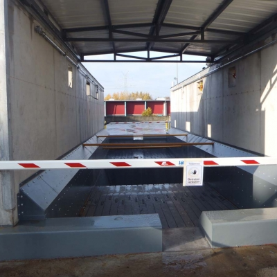 Moving floor cargo floor 16 09.jpg