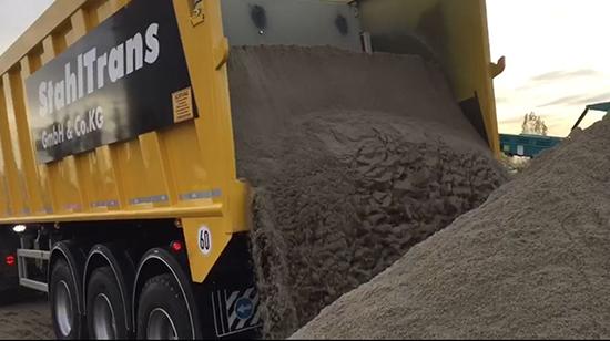 Moving floor transport zand